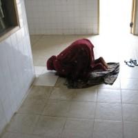 09. večerní modlitba před operačním sálem
